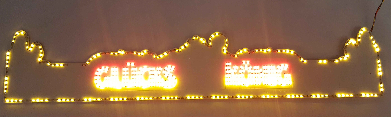 façade glucks konig illuminée