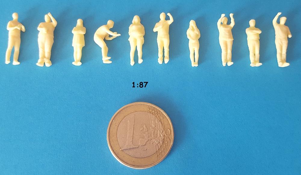 Figurines stand cascade H0