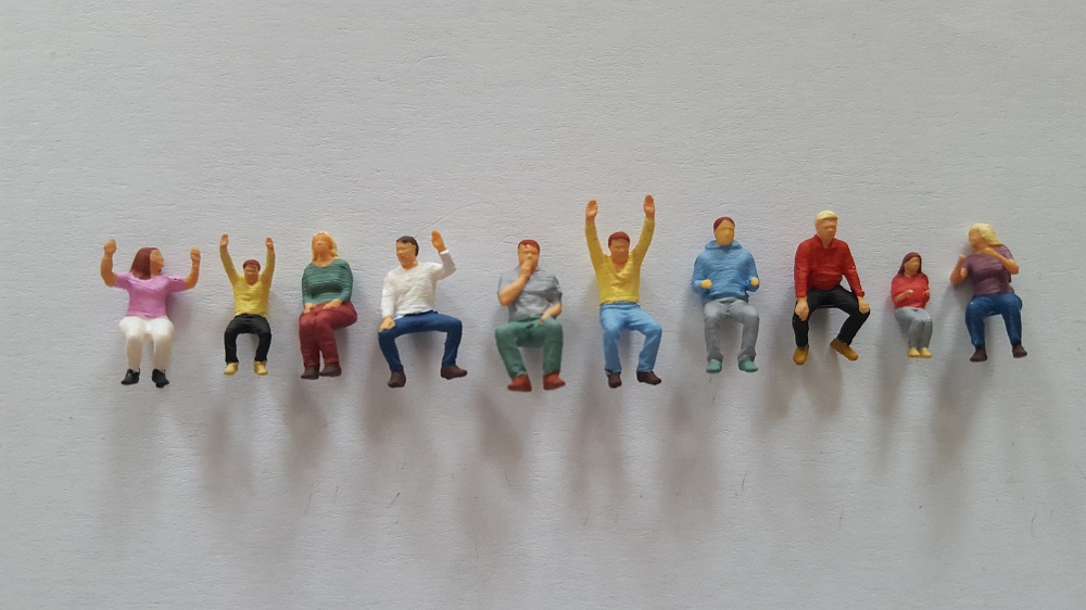 10 figurines assis1 peint
