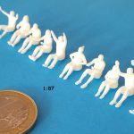 Figurines assises pour skooter H0