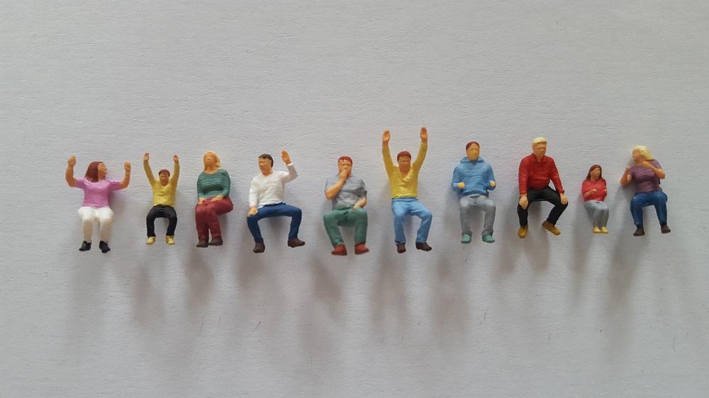 10 figurines assis1 peint