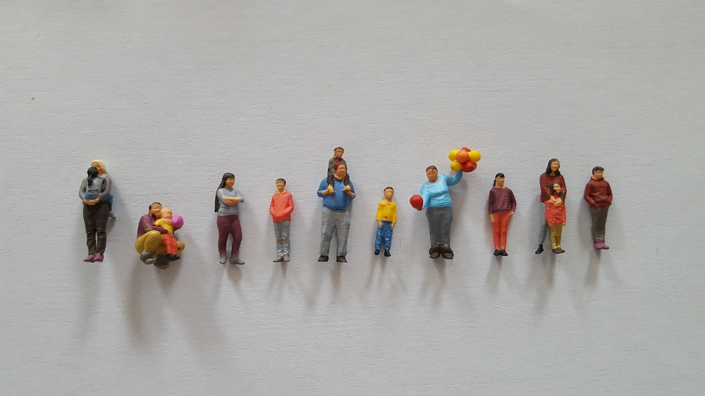 10 figurines enfant peint